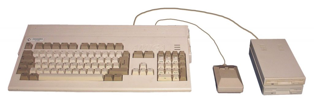 Amiga_1200_with_mouse,_drives